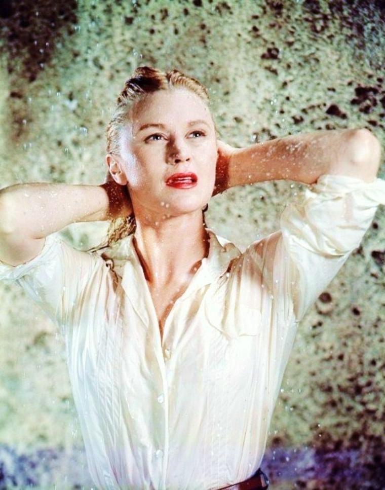 Joan CAULFIELD (Beatrice Joan CAULFIELD) est une actrice américaine née le 1er juin 1922 à Orange (États-Unis), décédée le 18 juin 1991 à Los Angeles (Californie).