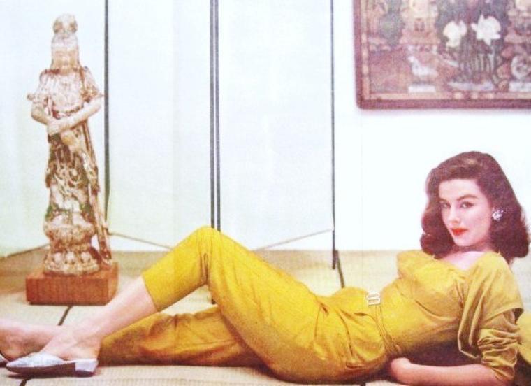 Elaine STEWART, née le 30 mai 1929 à Montclair (New Jersey), et morte le 27 juin 2011, est une actrice américaine.