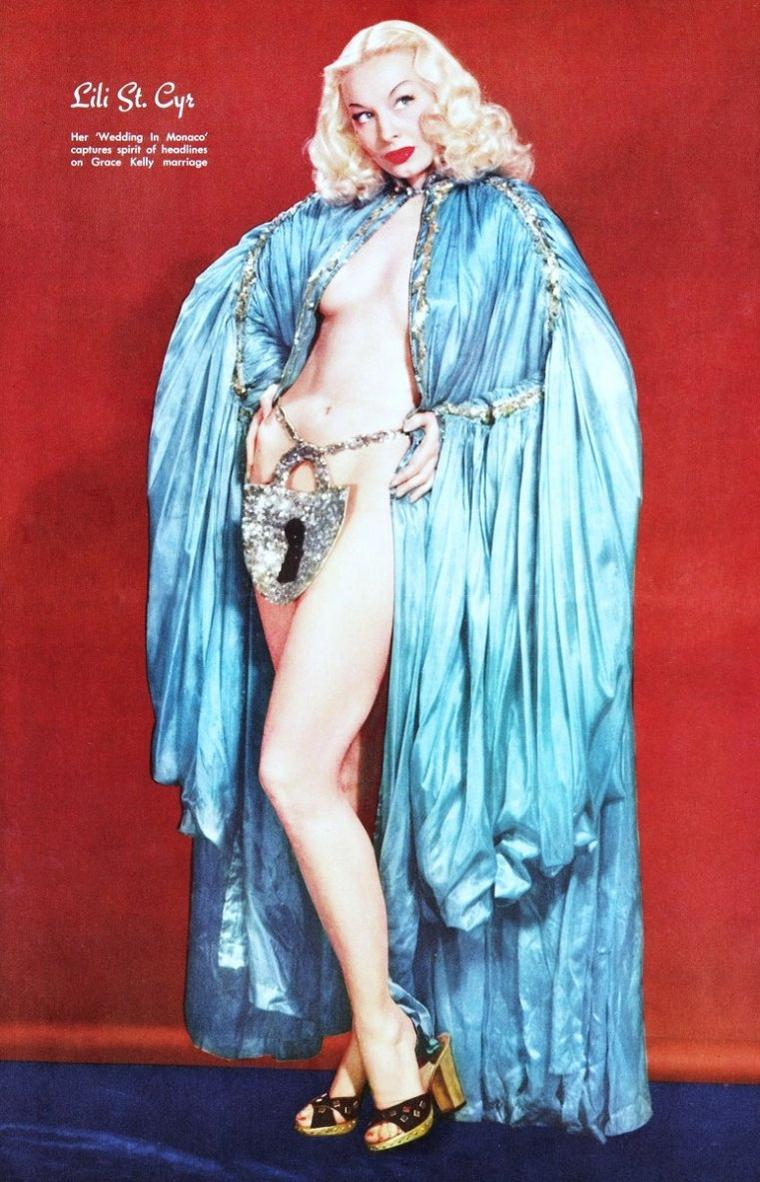 Lili St-CYR, de son vrai nom Marie Van SCHAAK, née à Minneapolis le 3 juin 1917 et décédée à Los Angeles le 29 janvier 1999, est une actrice américaine qui était considérée comme la reine du striptease.
