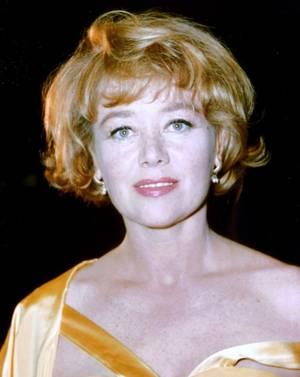 Glynis JOHNS, née le 5 octobre 1923 à Pretoria (Union d'Afrique du Sud), est une actrice, danseuse, pianiste et chanteuse britannique de famille galloise. Elle a obtenu un Tony Award en 1953.