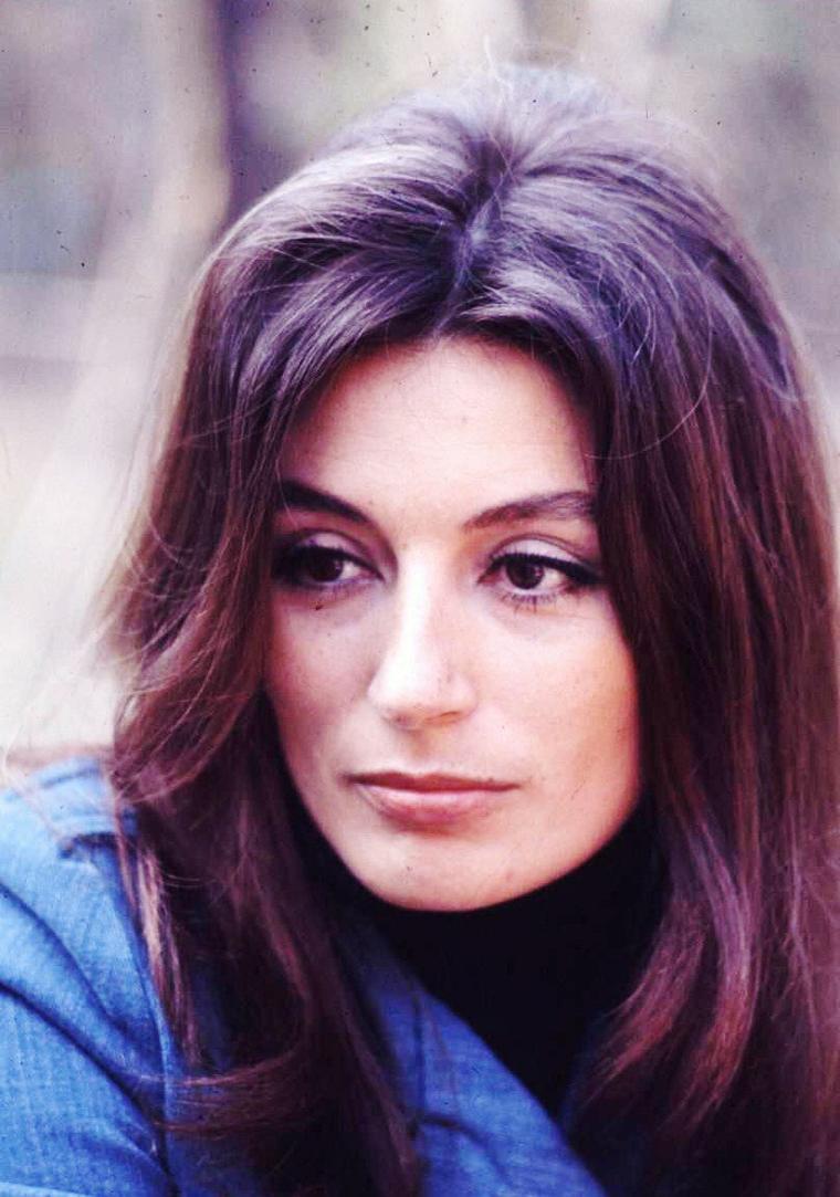 Anouk AIMEE (pseudonyme de Françoise Judith Sorya DREYFUS) est une actrice française née le 27 avril 1932, à Paris.