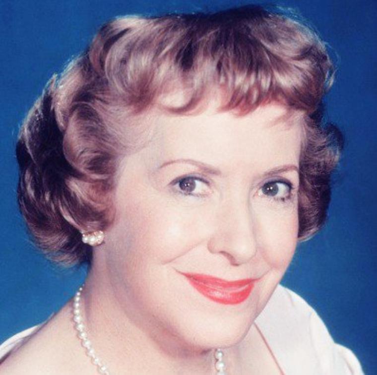 Gracie ALLEN est une actrice américaine née le 26 juillet 1895 à San Francisco, Californie (États-Unis), décédée le 27 août 1964 à Hollywood (Californie).