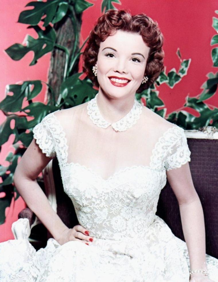 Nanette FABRAY, de son vrai nom Nanette Ruby Bernadette FABARES, est une actrice américaine née le 27 octobre 1920 à San Diego (Californie).