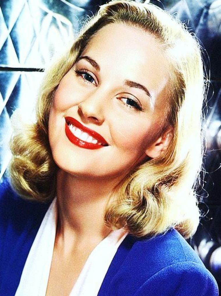 Lola ALBRIGHT est une actrice et chanteuse américaine, née le 20 juillet 1925 à Akron, dans l'Ohio (États-Unis).
