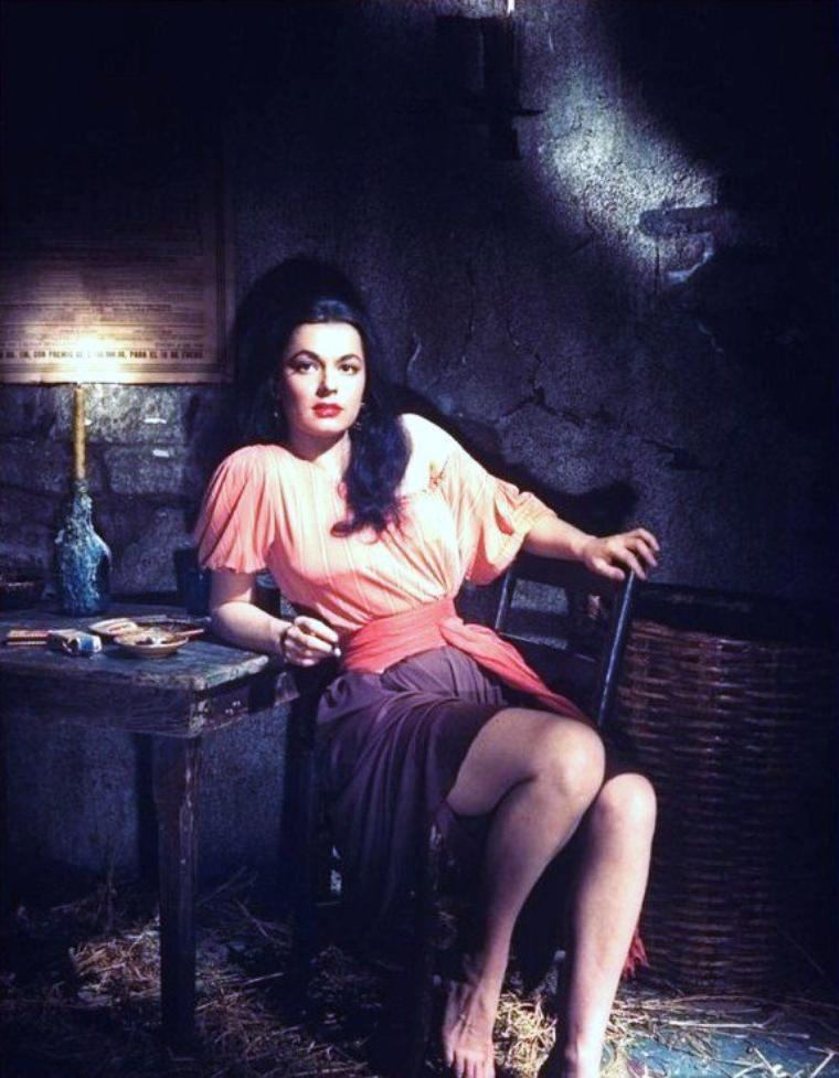 Ruth ROMAN (née Norma ROMAN) est une actrice américaine née le 23 décembre 1923 à Lynn, Massachusetts, (États-Unis), décédée le 9 septembre 1999 à Laguna Beach (Californie).