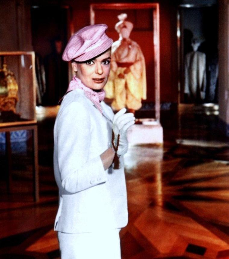 Melína MERKOURI (grec moderne : Μελίνα Μερκούρη), à l'étranger Melina MERCOURI (née María Amalía MERKOURI (Μαρία Αμαλία Μερκούρη) à Athènes le 18 octobre 1920 et morte à New York le 6 mars 1994), est une actrice, chanteuse et femme politique grecque.