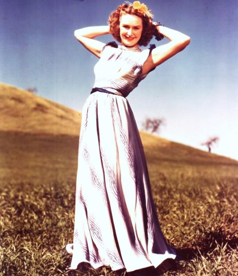 Rosemary LANE née Rosemary MULLICAN (4 Avril 1914 Indianola, IOWA - 25 Novembre 1974 Los-Angeles, CALIFORNIA) est une actrice et chanteuse américaine.