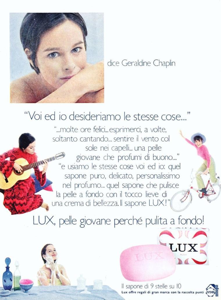 """Géraldine CHAPLIN née le 31 Juillet 1944 à Santa Monica, CALIFORNIA, est une actrice anglo-américaine. Elle est la fille ainée de Charlie CHAPLIN et Oona O'NEILL. Elle a huit ans pour sa première apparition au cinéma, dans """"Les Feux de la rampe"""" réalisé par son père."""