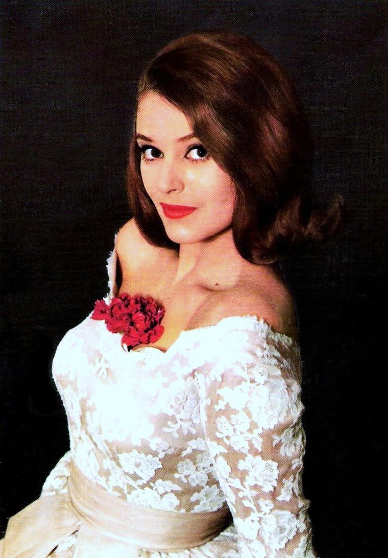 Béatrice ALTARIBA, née le 18 juin 1939 à Marseille (Bouches-du-Rhône), est une actrice française. Elle est la petite-nièce du poète Paul FORT.