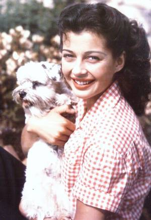 Gail RUSSELL est une actrice américaine, née Elizabeth L. RUSSELL à Chicago (Illinois) le 21 septembre 1924, décédée d'une crise cardiaque à Los Angeles (Californie) le 26 août 1961.