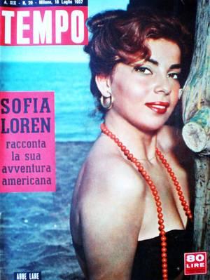 Abbe LANE née le 14 Décembre 1932 est une chanteuse et actrice américaine.
