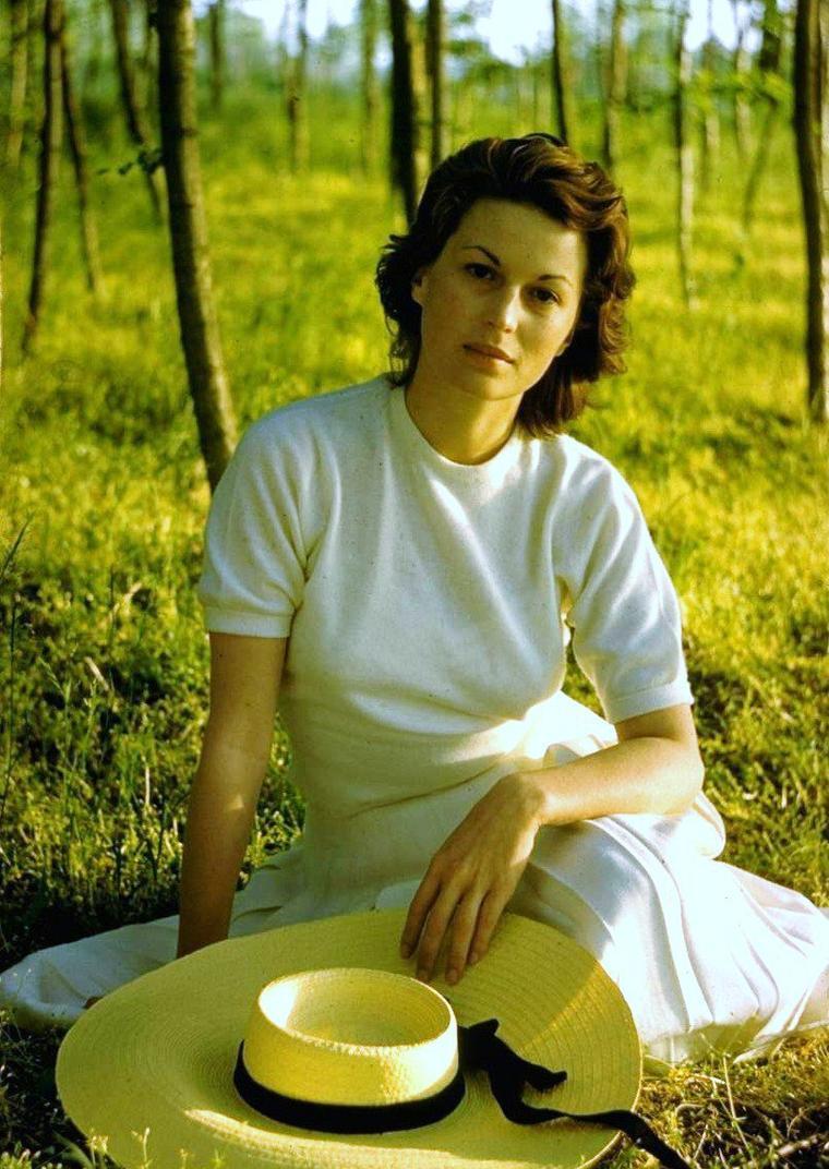 Silvana MANGANO est une actrice italienne née le 21 avril 1930 à Rome et décédée d'un cancer le 16 décembre 1989 à Madrid.