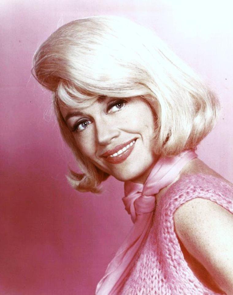 Dorothy MALONE (née Dorothy Eloise MALONEY) est une actrice américaine, née le 30 janvier 1925 à Chicago, Illinois.