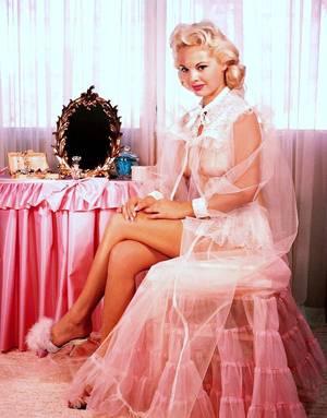 Lisa WINTERS née le 6 Mai 1937 en Floride est une pin-up et actrice américaine
