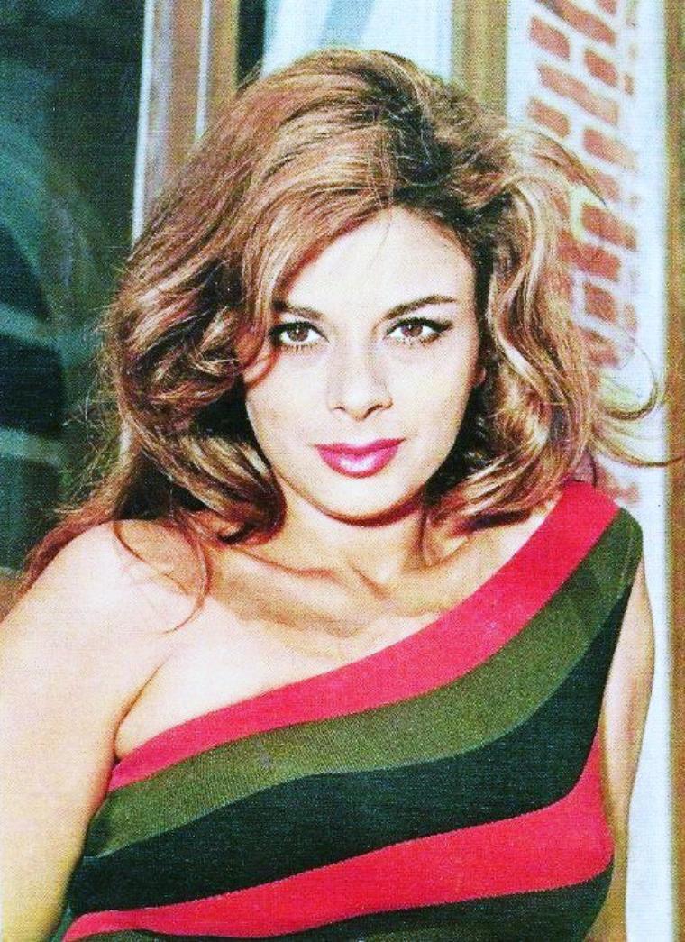 Sandra MILO, est une comédienne italienne née à Tunis le 11 mars 1935.
