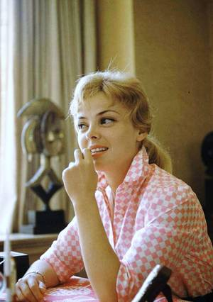 Christine CARRERE ou Christine CARERE, née Christiane Élisabeth Jeanne Marie PELLETERAT De BORDE le 27 juillet 1930 à Dijon (Côte-d'Or) et morte le 13 décembre 2008 à Fréjus (Var), est une actrice française.