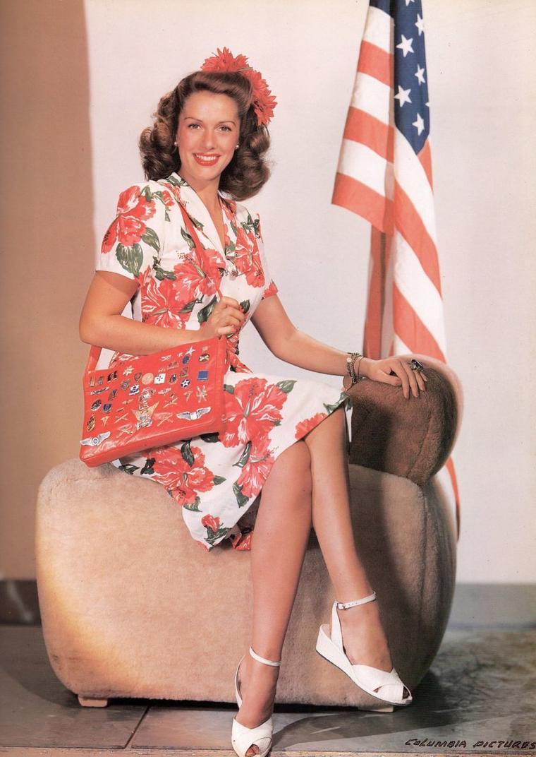Eugenia LINCOLN dite Jinx FALKENBURG (21 Janvier 1919 - 27 Août 2003) est une nageuse, joueuse de tennis et actrice américaine.