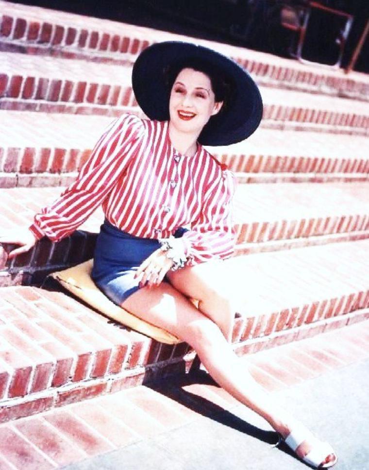 Norma SHEARER, de son vrai nom Edith Norma SHEARER, est une actrice canadienne née le 10 août 1902 à Montréal au Québec et décédée le 12 juin 1983 à Woodland Hills en Californie.
