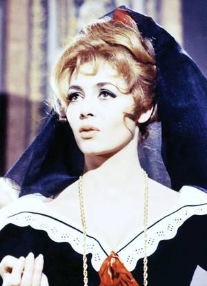 """Michèle MERCIER est """"Angélique...""""."""