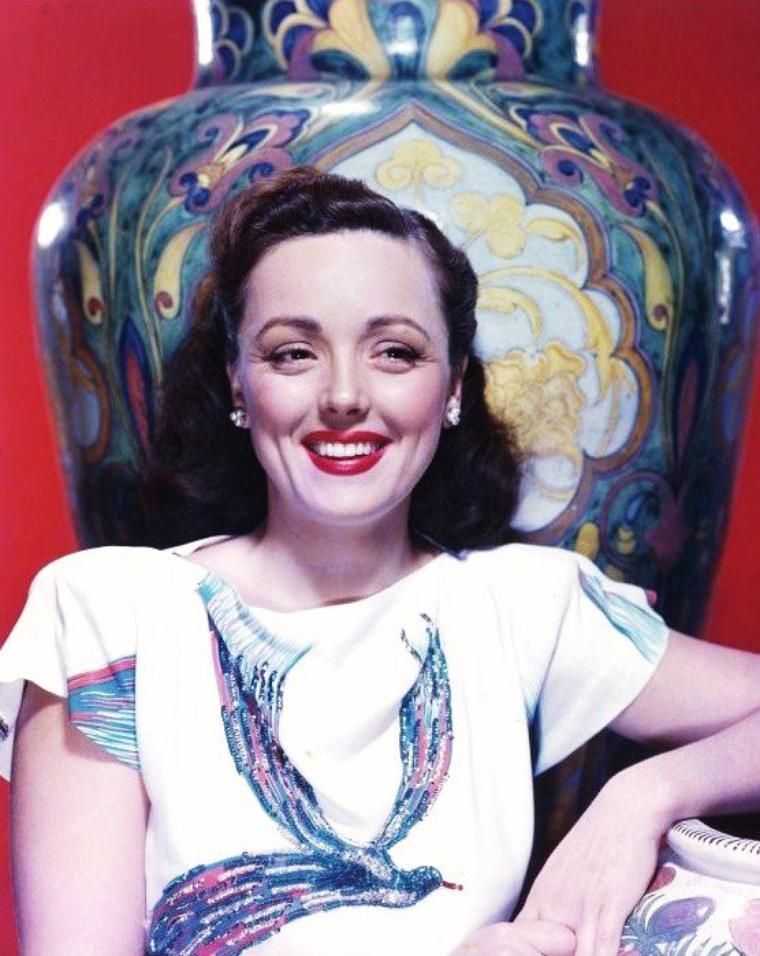 Maria ELENA, dite Lina ROMAY (née à New York le 16 janvier 1919 et morte à Pasadena le 17 décembre 2010) est une actrice et chanteuse américano-mexicaine.