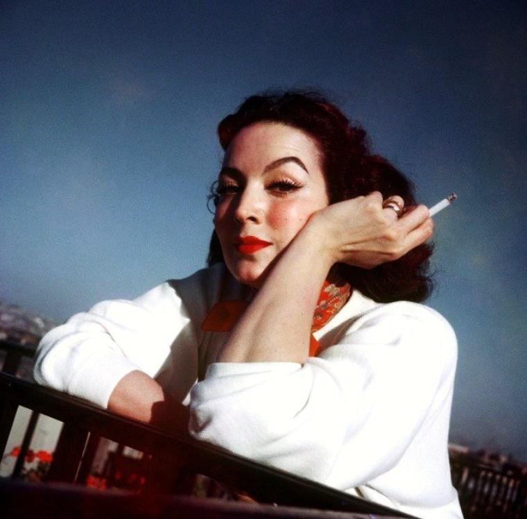 Maria FELIX est une actrice mexicaine, née le 8 avril 1914 à Álamos (Mexique) et décédée le 8 avril 2002 à Mexico. Elle était surnommée, surtout vers la fin de sa carrière, La Doña, « la Dame ».
