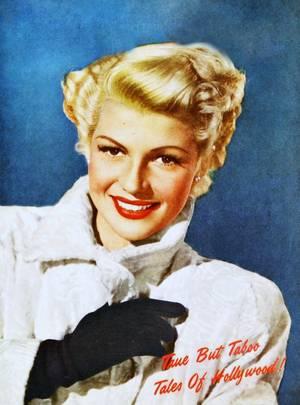 """Quand la belle rousse Rita (HAYWORTH) se coupe les cheveux et devient blonde pour les besoins du film """"The lady from Shanghaï"""" en 1947."""