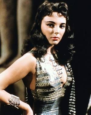 """Joan COLLINS est la Princesse Nellifer dans le peplum """"La terre des pharaons"""" en 1955."""