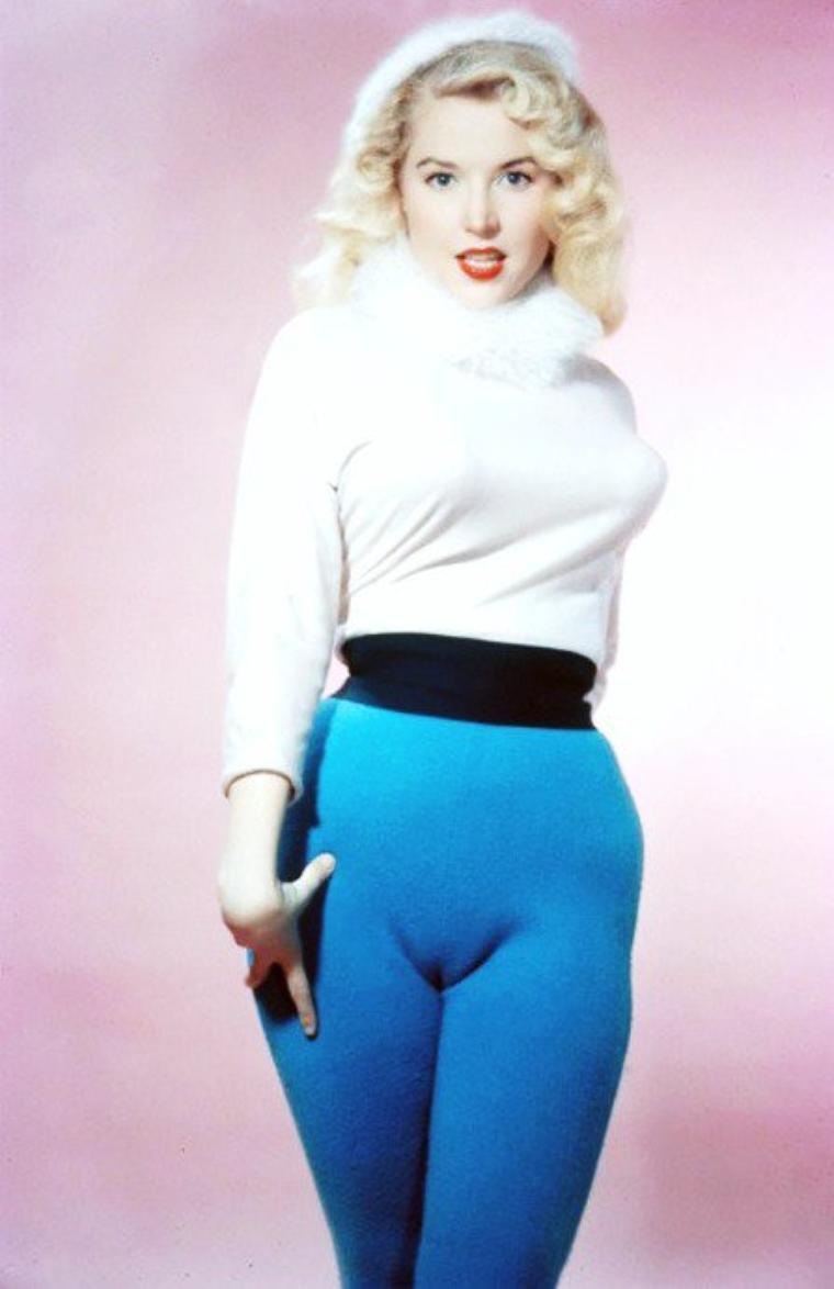PROFESSION... Pin-Up... Betty BROSMER, née le 2 Août 1935 à Pasadena en Californie.
