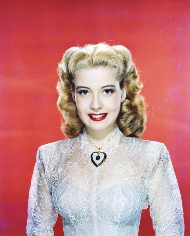 Gloria De HAVEN est une actrice américaine née le 23 juillet 1925 à Los Angeles en Californie.