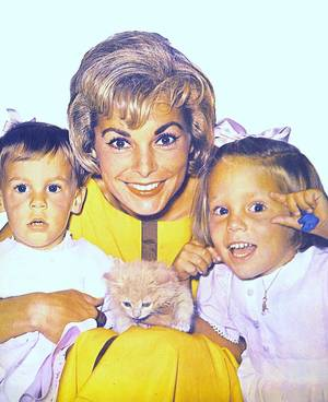 Adorables mamans... (part 2, de haut en bas) : Jayne MANSFIELD / Rita HAYWORTH / Janet LEIGH / Debbie REYNOLDS / Judy GARLAND et sa fille Liza MINNELLI / Rhonda FLEMING / Shirley TEMPLE / Sophia LOREN