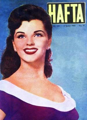 Lisa GAYE (6 Mars 1935), est une danseuse, chanteuse et actrice américaine. Elle est la soeur de l'actrice Debra PAGET