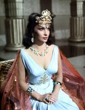 """1959 / Gina LOLLOBRIGIDA incarne la Reine de Saba aux côtés de Yul BRYNNER dans le péplum de King VIDOR, """"Salomon et la Reine de Saba"""" (Solomon and Sheba)."""