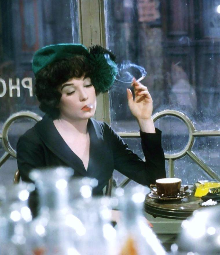 1963 / Shirley MacLAINE incarne Irma la douce dans le film du même nom...