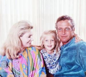 1968 / Une bien jolie famille sous l'objectif de Peter STACKPOLE ; Joanne WOODWARD, Paul NEWMAN et leur fille.