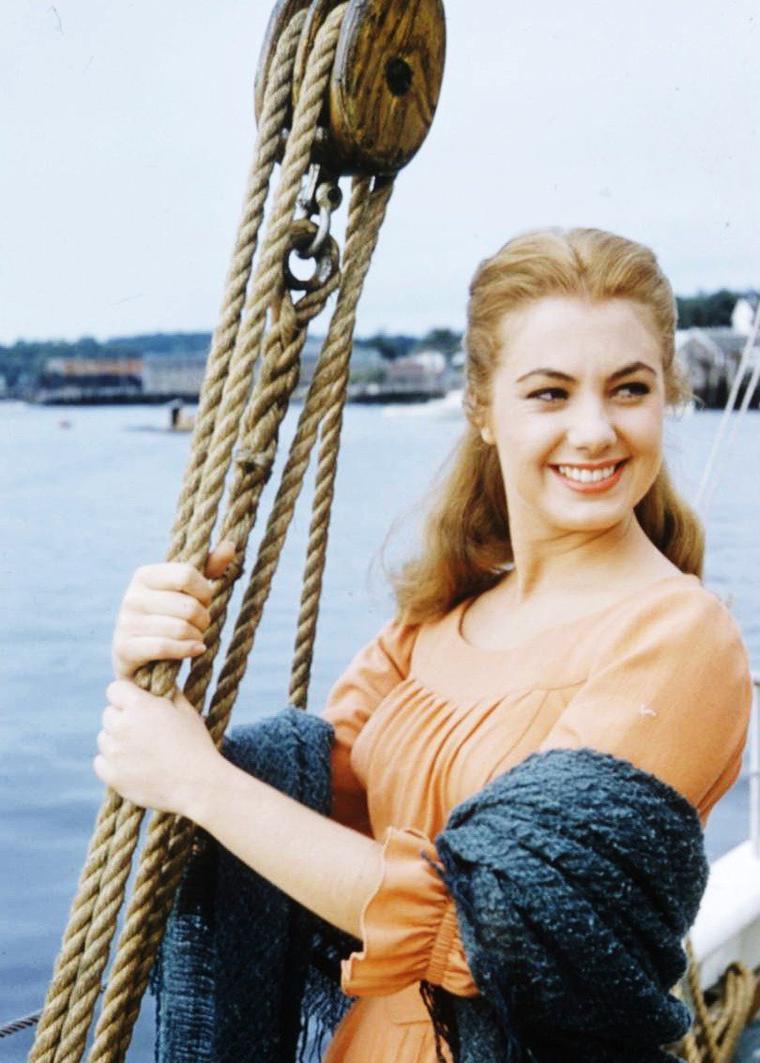 1956 / Ballade dans un port avec Shirley JONES