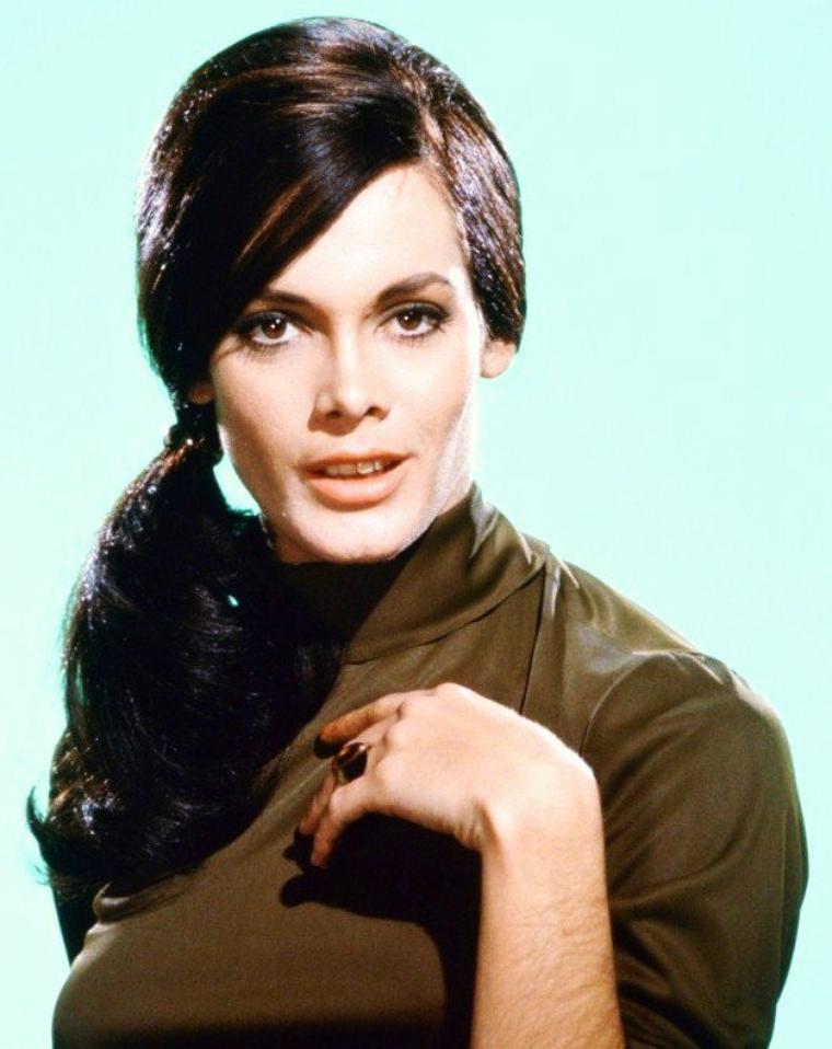 Martine BESWICK est une actrice britannique née le 26 septembre 1941.