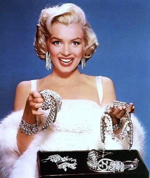 "Marilyn chantait ""Diamonds are a girl's best friends"" (Les diamants sont les meilleurs amis des femmes)... (de haut en bas) Marilyn MONROE / Sophia LOREN / Anita EKBERG / Michèle MERCIER / Joan CRAWFORD / Zsa Zsa GABOR / Elizabeth TAYLOR / Gina LOLLOBRIGIDA"