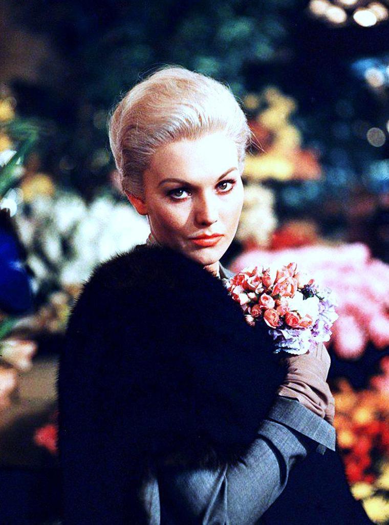 1958 / Kim NOVAK nous donne des sueurs froides (Vertigo) dans le film du même nom d'Alfred HITCHCOCK...