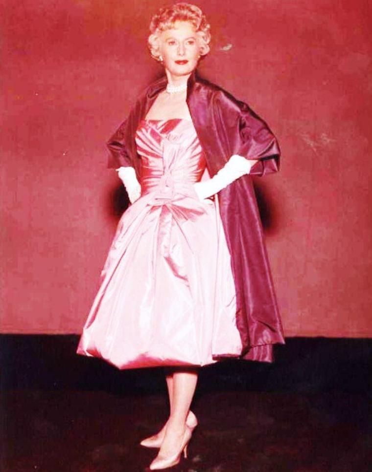 C'est la rentrée... Nouvelles robes pour l'occasion (de haut en bas) Anita EKBERG / Barbara STANWYCK / Annette FUNICELLO / Ava GARDNER / Jane RUSSELL / Gene TIERNEY / Marilyn MONROE / Gina LOLLOBRIGIDA