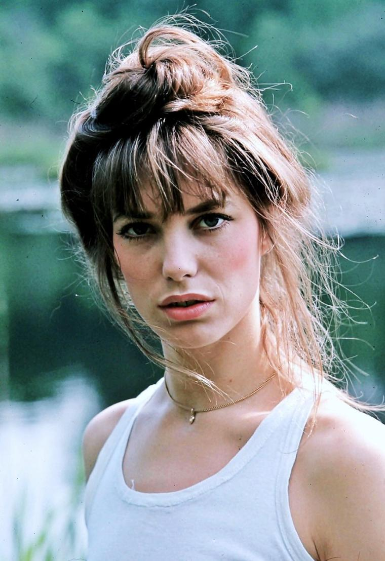 Jane Mallory BIRKIN, née le 14 décembre 1946 à Marylebone à Londres, est une actrice et une chanteuse anglaise, installée en France depuis la fin des années 1960.