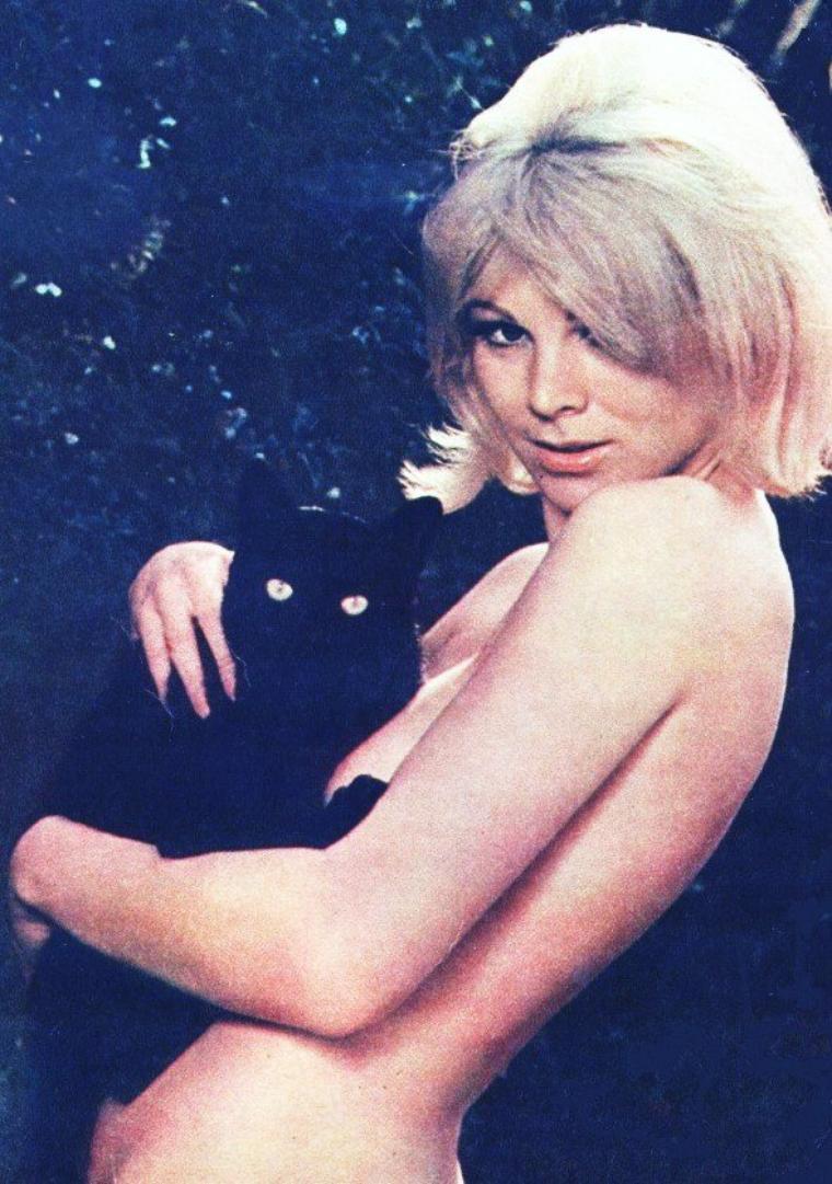 Susan DENBERG est une actrice et modèle Australien née le 2 Août 1944