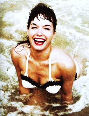 Prolongeons les vacances avec la pin-up Bettie PAGE...