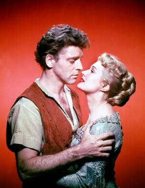 "COUPLES au cinéma (de haut en bas) Shirley JONES and Gleen FORD dans ""Il faut marier papa"" (1963) / Ava GARDNER and Robert TAYLOR dans ""Les chevaliers de la table ronde"" (1953) / Virginia MAYO and Burt LANCASTER dans ""La flèche et le flambeau"" (1950) / Dana WYNTER and Robert TAYLOR dans ""Au sixième jour"" (1956) / Daniela BIANCHI and Sean CONNERY dans ""Bons baisers de Russie"" (1963) / Doris DAY and James STEWART dans ""L'homme qui en savait trop"" (1956) / Faye DUNAWAY and Steve McQUEEN dans ""L'affaire Thomas CROWN"" (1968) / Gianna Maria CANALE and George RAFT dans ""Le secret de la casbah"" (1953)"