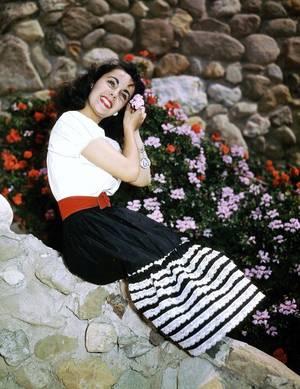 """Aussi belles que des fleurs !..."" (de haut en bas) Merle OBERON / Deborah KERR / Elizabeth TAYLOR / Jayne MANSFIELD / Carole LOMBARD / Jane RUSSELL / Eva Marie SAINT / Joan CRAWFORD"
