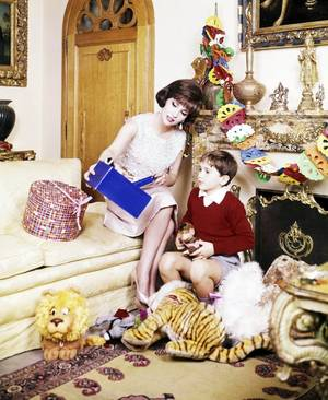 Le bonheur d'être maman... (de haut en bas) Bette DAVIS / Esther WILLIAMS / Elizabeth TAYLOR / Debbie REYNOLDS / Gina LOLLOBRIGIDA / Grace KELLY / Jayne MANSFIELD / Doris DAY