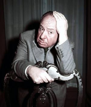 """""""Les préférées d'HITCHCOCK..."""" / Alfred HITCHCOCK est un réalisateur britannico-américain, également producteur et scénariste, né Alfred Joseph HITCHCOCK le 13 août 1899 à Leytonstone (en) (Grand Londres) au Royaume-Uni et mort le 29 avril 1980 à Bel Air à Los Angeles aux États-Unis. Après une carrière à succès dans son pays natal à l'époque du cinéma muet et au début du cinéma sonore, HITCHCOCK part s'installer à Hollywood. En avril 1955, il acquiert la citoyenneté américaine, tout en conservant sa citoyenneté britannique. Au cours de ses quelque soixante années de carrière, il réalise plus de cinquante longs métrages, dont certains comptent, tant par leur succès public que par leur réception et leur postérité critiques, parmi les plus importants du septième art : ce sont, entre autres, """"Les 39 Marches"""", """"Les Enchaînés"""", """"Fenêtre sur cour"""", """"Sueurs froides"""", """"La Mort aux trousses"""", """"Psychose"""", ou encore """"Les Oiseaux"""". (de haut en bas) Ingrid BERGMAN / Grace KELLY / Eva Marie SAINT / Kim NOVAK / Janet LEIGH / Tippi HEDREN / Julie ANDREWS"""