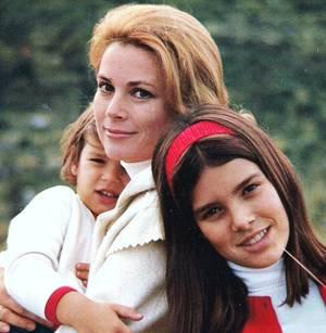 "8 nouvelles photos de ""nos mamans STARS..."" (de haut en bas) Elizabeth TAYLOR / Jeanne CRAIN / Sophia LOREN / Shirley TEMPLE / Jayne MANSFIELD / Esther WILLIAMS / Gina LOLLOBRIGIDA / Grace KELLY (1969)."