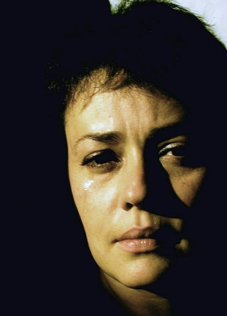 """1960 / Barbara Bel GEDDES, Silvana MANGANO, Vera MILES, Carla GRAVINA et Jeanne MOREAU sont au casting du film """"5 femmes marquées"""" (5 branded women) / SYNOPSIS / Durant la Seconde Guerre mondiale, des partisans yougoslaves tondent cinq villageoises accusées d'avoir eu des relations avec les nazis. Après la sauvage agression, par les partisans, d'un sergent ennemi soupçonné d'avoir été leur amant, les cinq femmes, bannies, prennent le maquis dans le but de venger leur honneur."""