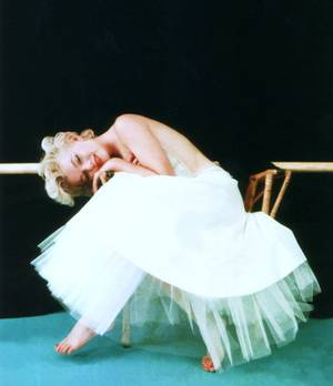 STARS en tutu... (de haut en bas) Cyd CHARISSE / Moira SHEARER / Elizabeth TAYLOR / Ginger ROGERS / Marge CHAMPION / Jean SIMMONS / Marilyn MONROE (2 photos)