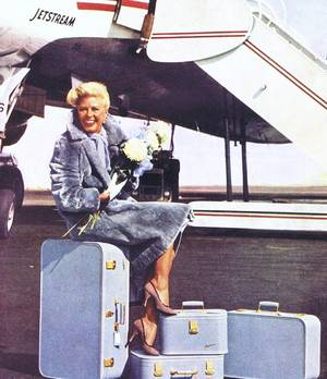 Holiday... (de haut en bas) Marilyn MONROE / Elizabeth TAYLOR / Arlene DAHL / Audrey HEPBURN / Anita EKBERG / Barbara RUICK / Ginger ROGERS / Zsa Zsa GABOR